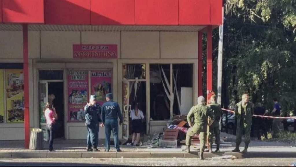 В Донецке прогремел мощный взрыв: неизвестный взорвал гранату в магазине