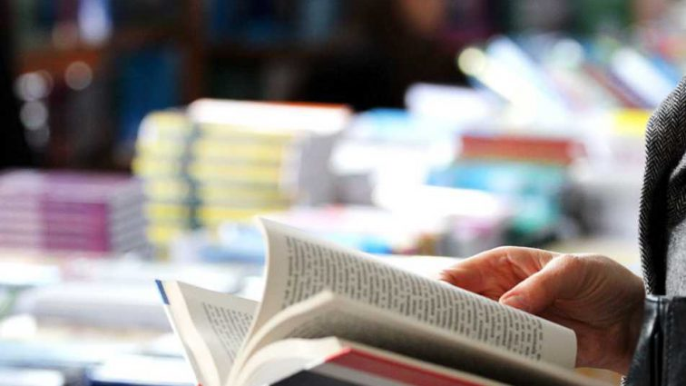 Требуют справедливости! Во Львове на Book Forum протестовали учителя