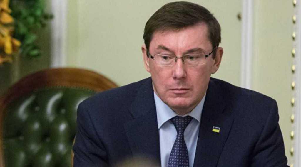 Юрий Луценко отказался работать в штабе Порошенко и покинет свой пост в мае