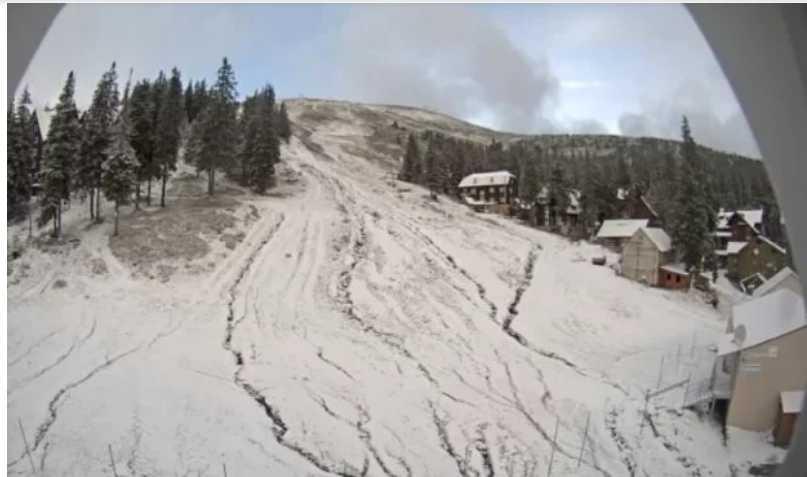 Карпаты замело снегом: первые подробности и фото аномальной погоды