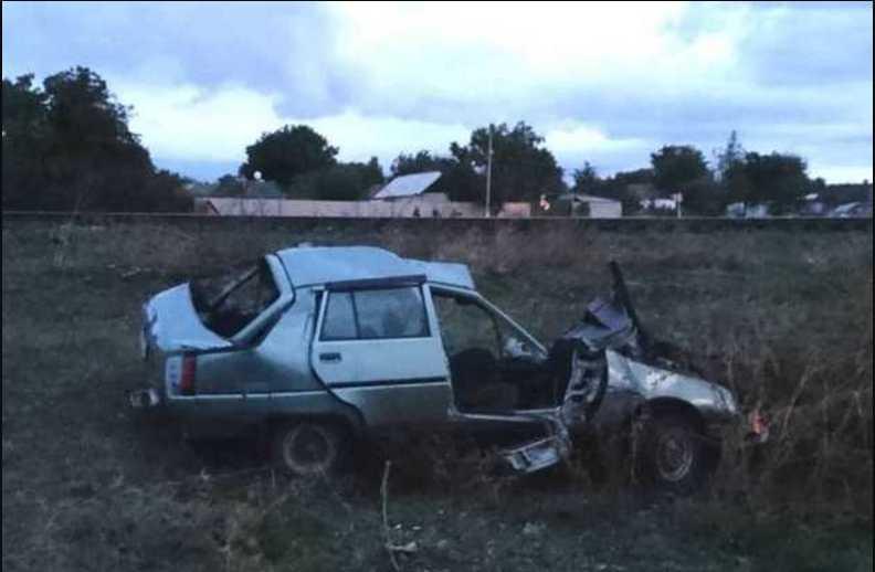 Под Николаевом скоростной поезд протаранил легковушку: не обошлось без жертв