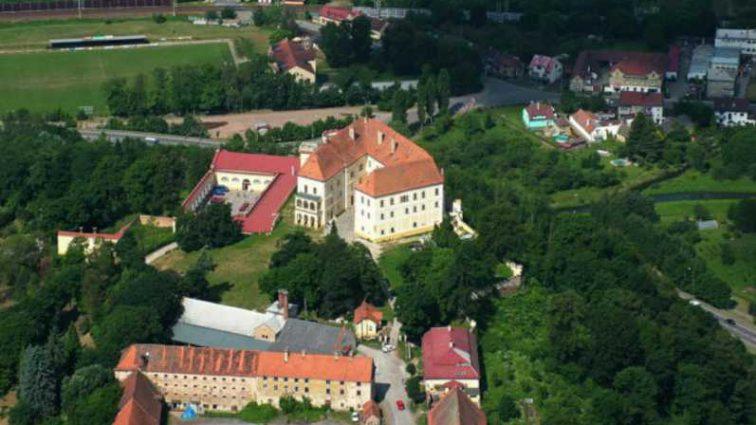 Вам и не снилось! В каких дворцах живут украинские олигархи за рубежом
