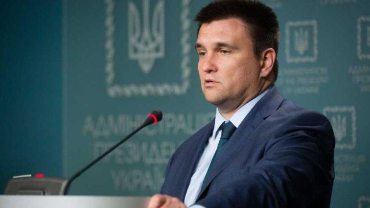 Практически на плече у Марины Порошенко: Климкин заснул во время речи президента на Генассамблее ООН