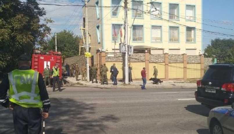 В Донецке на съезде компартии произошел мощный взрыв, фото с места происшествия