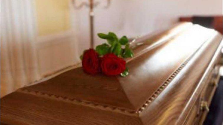 Средь бела дня: мужчина втайне от жены похитил тело тещи