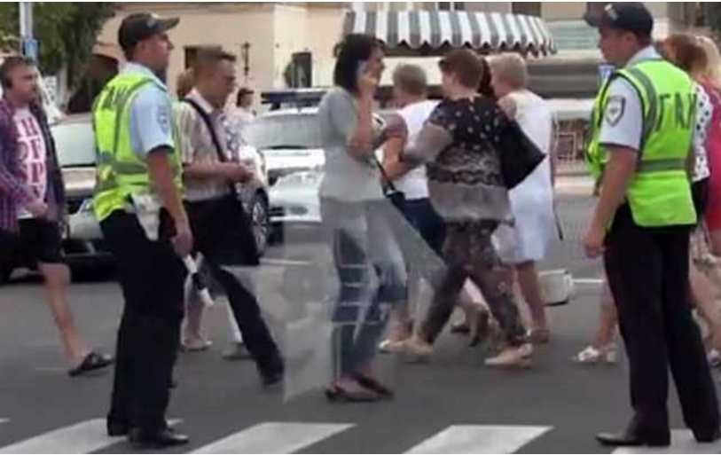 «Изъяли флешки, город« закрыли », ездят БТР»: Очевидцы рассказали о ситуации в Донецке после смерти Захарченко