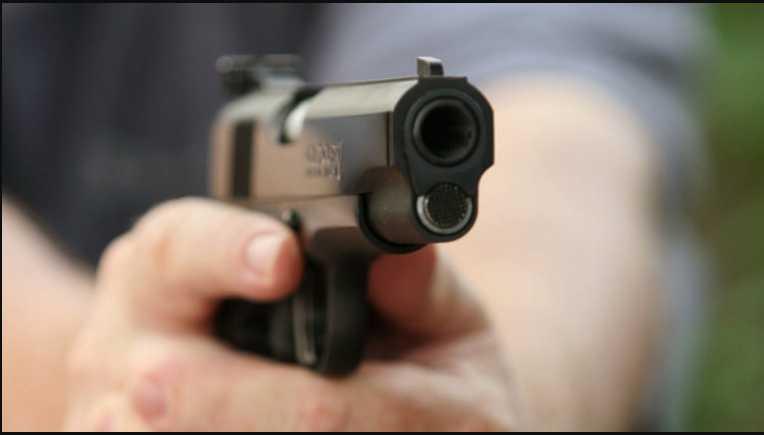 Среди людной улице в активиста выпустили три пули