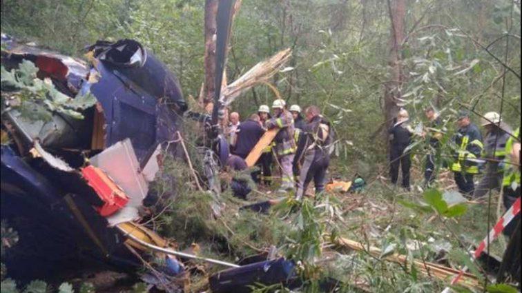 Спасатели не могли добраться до пострадавших: в центре Киева разбился вертолет