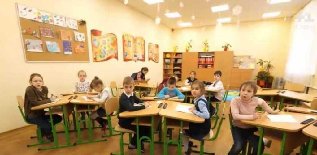 Без домашних заданий и айпадов: в украинских школах начал действовать новый санитарный регламент