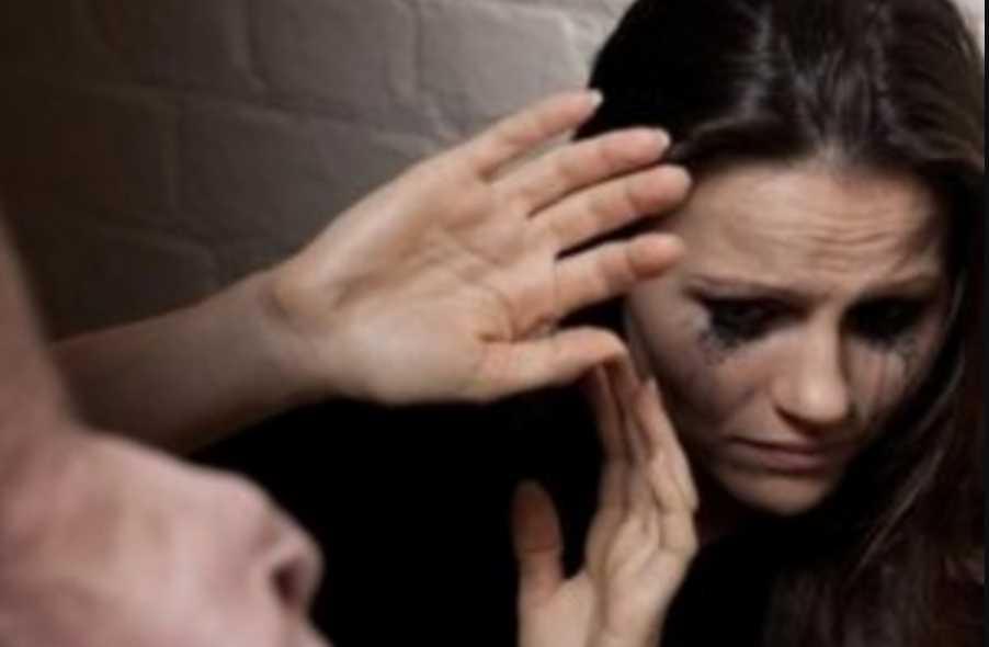Стала заложницей собственного брака: В Иране украинка месяц скрывается в посольстве от мужа-тирана