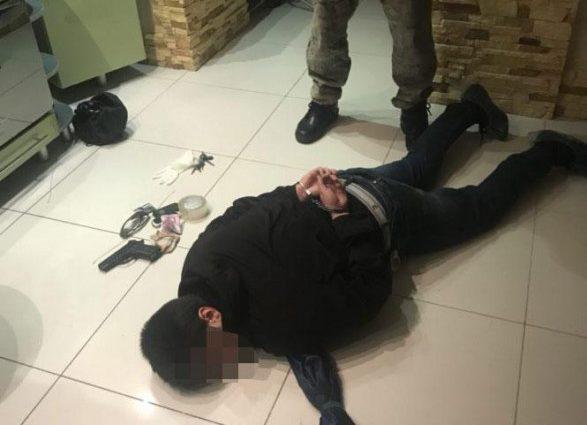Хотел завладеть ее имуществом: В Черкассах неадекватный мужчина пытался убить женщину