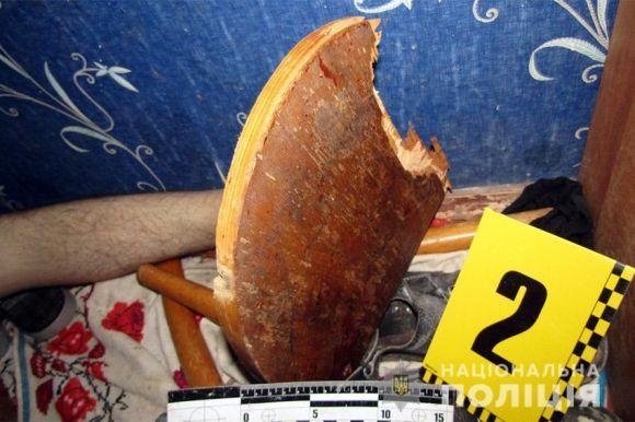 Бил деревянным стулом: На Хмельнитчине отец жестоко убил собственного сына