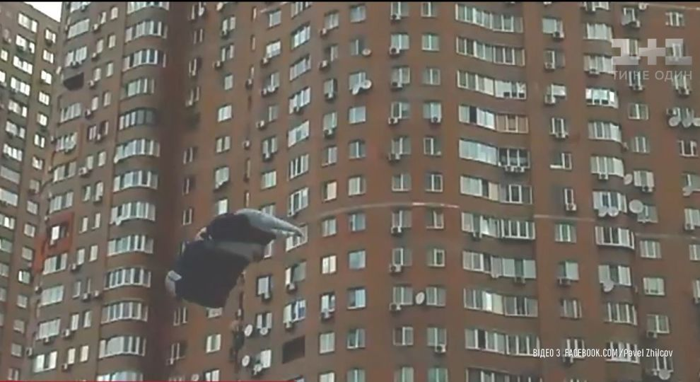 Написала записку и прыгнула с 16 этажа: В Одессе девушка закончила жизнь самоубийством