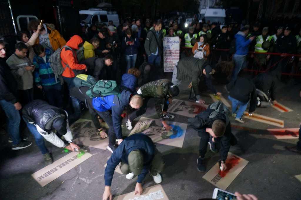 «Молчание убивает»: На Банковой массовые протесты, активисты требуют ответов