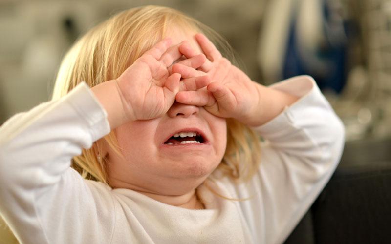 Сама бродила вулицями села: На Івано-Франківщині горе батьки кинули власну дитину напризволяще