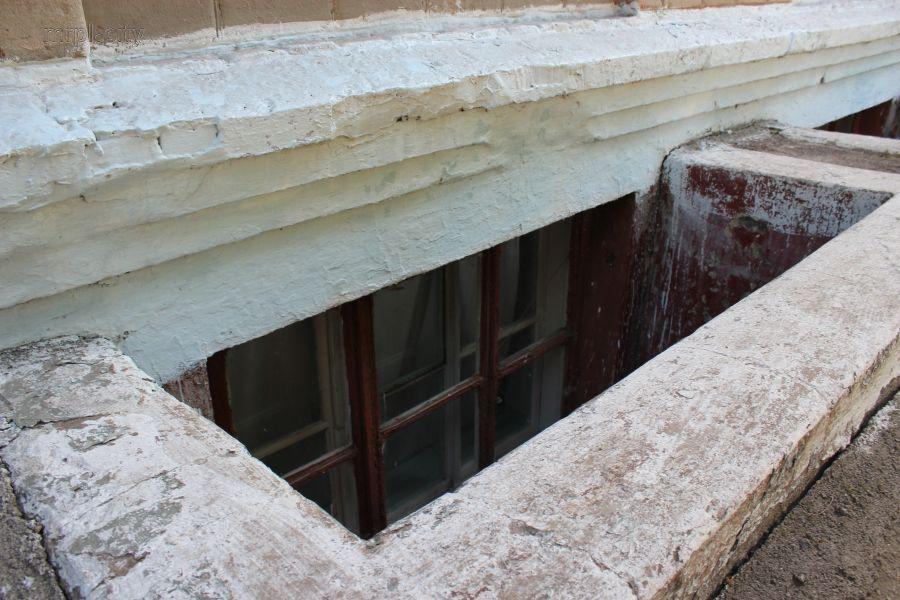Новая украинская школа: в Мариуполе школьников отправили в подвал без вентеляции