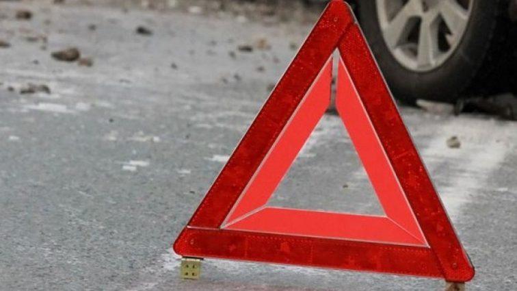 Не справился с управлением: легковушка насмерть сбила 60-летнего водителя мопеда