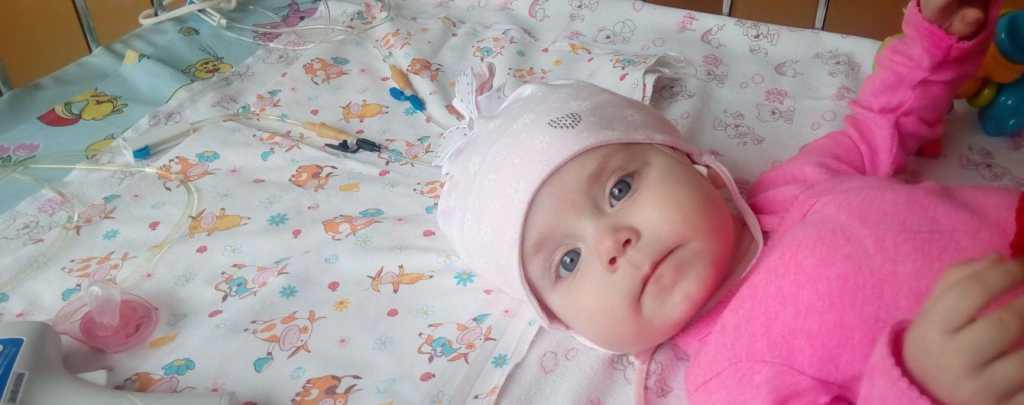 Ей всего 6 месяцев, а она уже перенесла 14 операций: Крошка Ева нуждается в вашей помощи