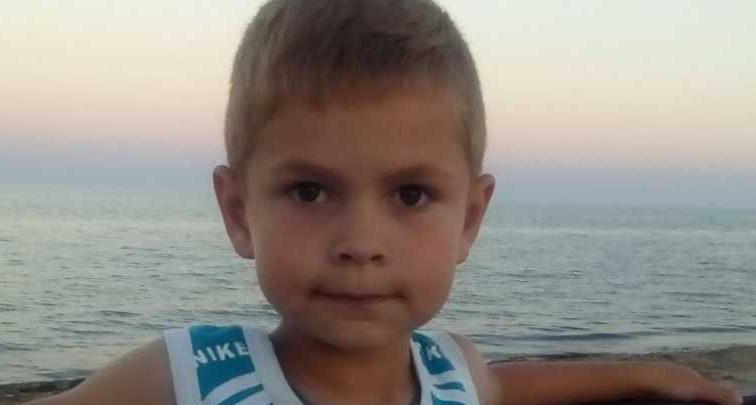 «Тяжелая болезнь полностью изменила жизнь малыша»: помогите спасти Максима