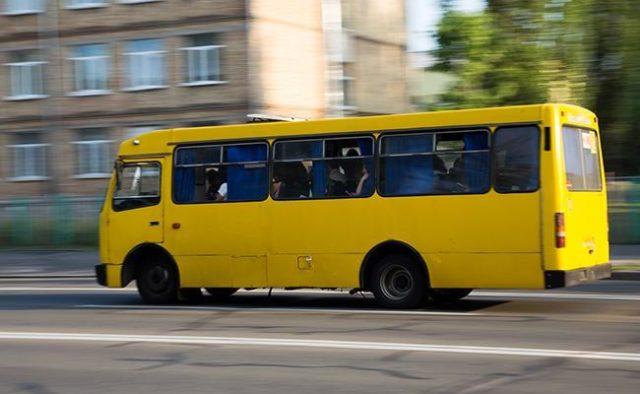 Обычный конфликт в маршрутке закончился трагедией: В Киеве умер мужчина, после того, как его вытолкнули из маршрутки
