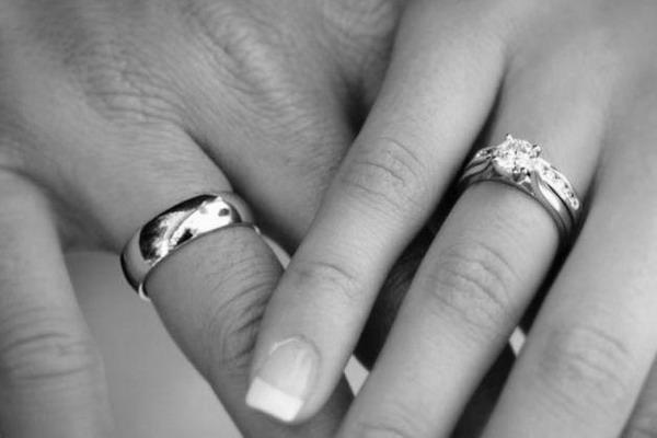 «Жених с того света»: Убитая горем девушка вышла замуж за своего мертвого любимого