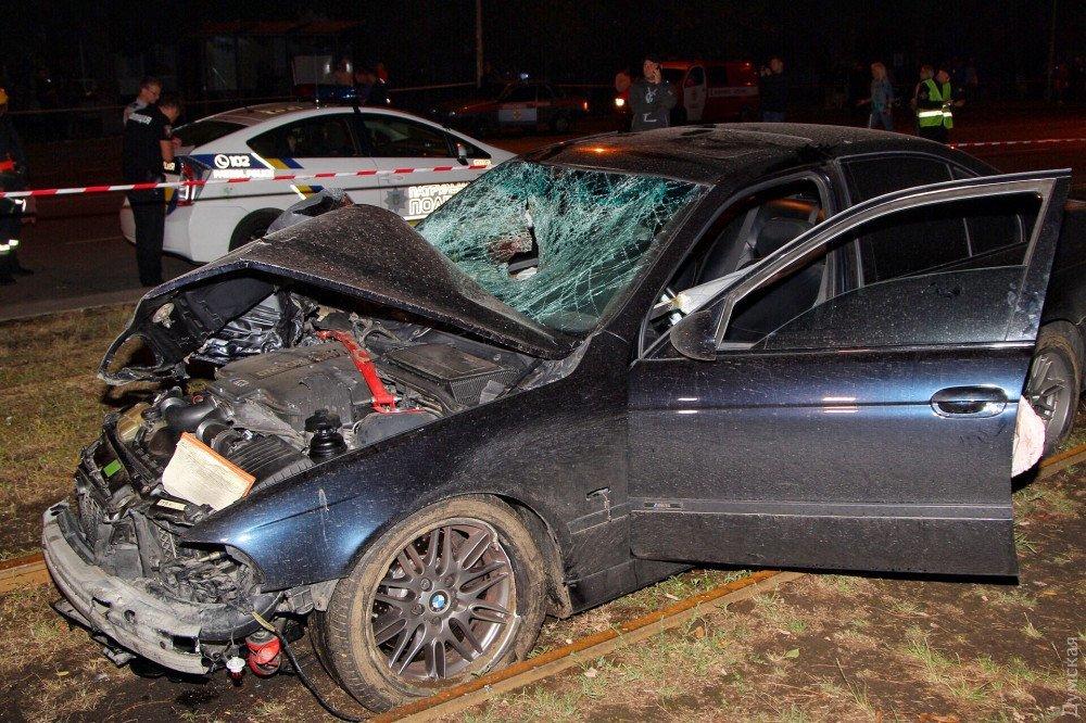 В Одессе BMW врезался в остановку с людьми: много погибших и пострадавших (ФОТО 18+)