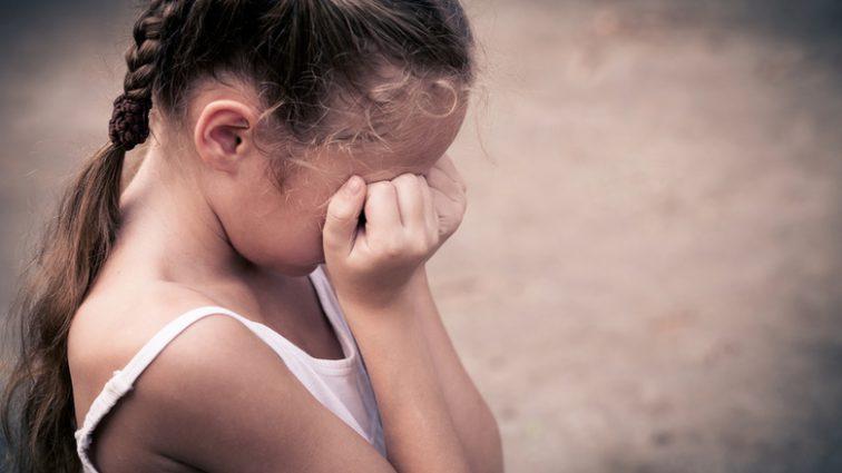 «Душили и угрожали проломить череп»: В Ровно старшеклассницы жестко надругались над 10-летней девочкой