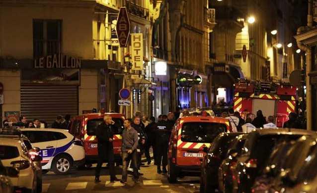 Неизвестный с ножом устроил резню в большом городе: ранены туристы