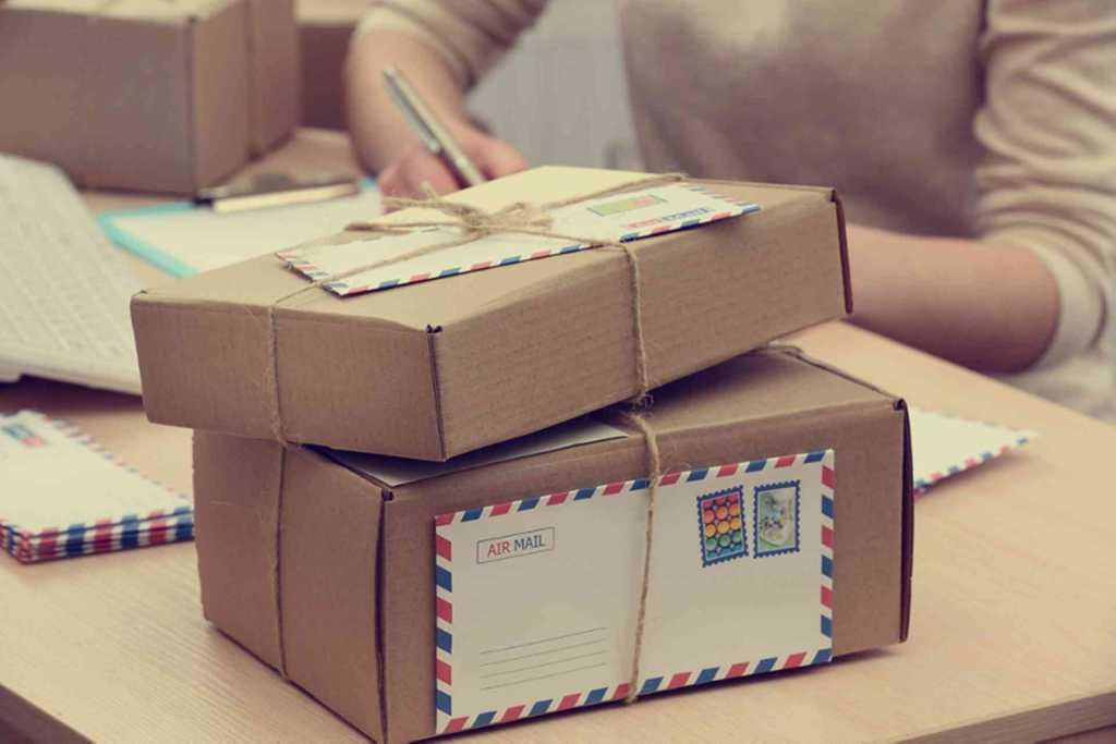 Уже с нового года украинцам придется платить налог за посылки: почта пугает коллапсом