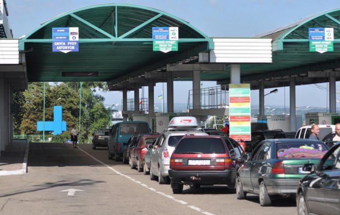 Безумные очереди: границу с Польшей парализуют