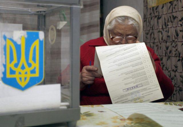 Пенсионерам хотят запретить голосовать на выборах: Власть подготовила очередную провокацию для украинцев