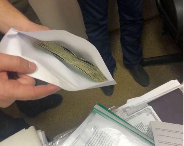 Требовала 12 тысяч долларов: В Днепре на взятке поймали депутата