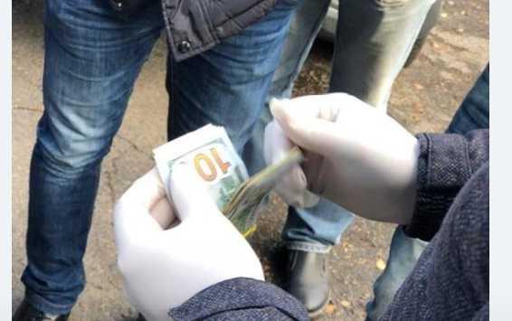 В Киевской области на взятке поймали двух чиновников