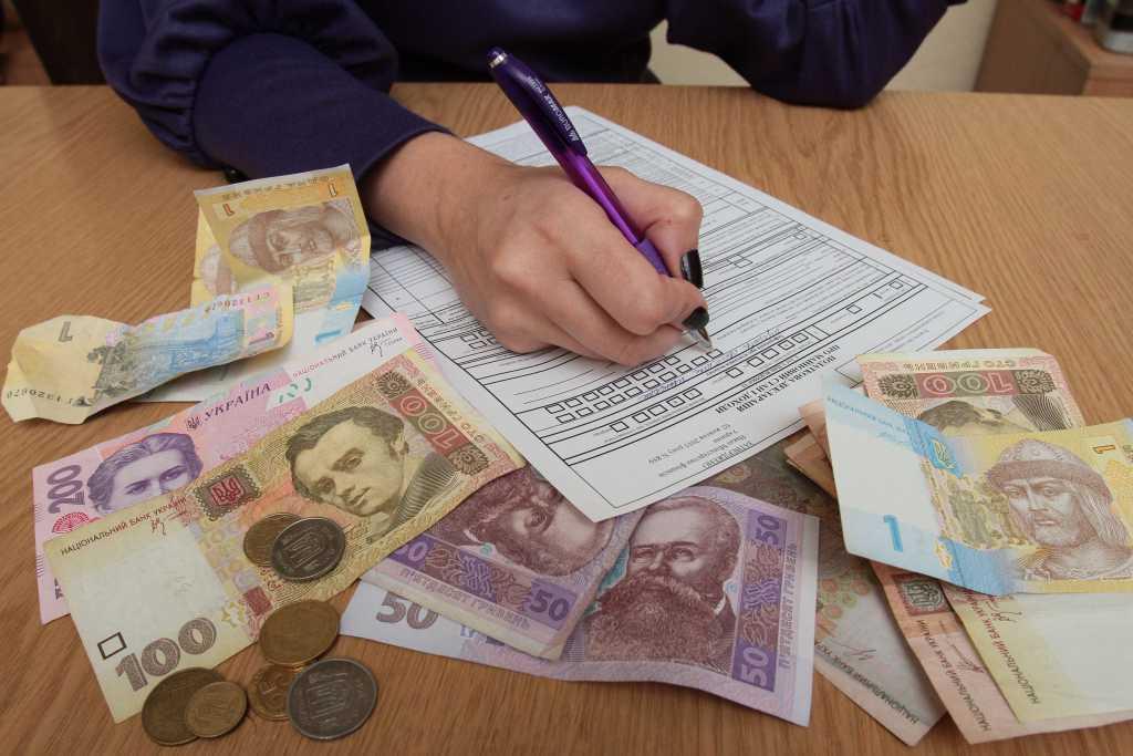 Уже с нового года: некоторые украинцы будут платить налоги по-новому, что изменится