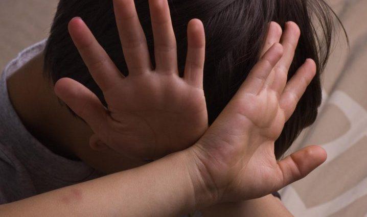 Заставляла принимать неизвестные лекарства и била: На Буковине воспитательница издевалась над ребенком