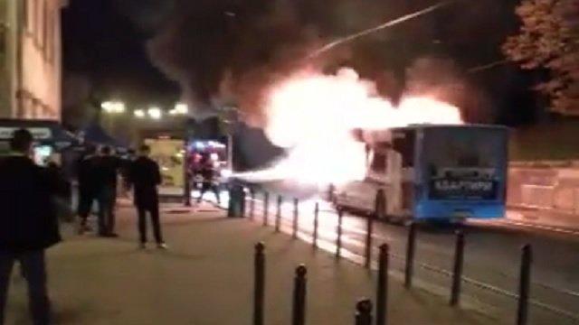 Пламя мгновенно охватило весь автобус: Ночью в центре Львова во время движения загорелась маршрутка