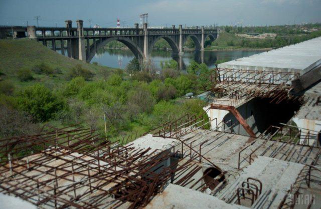 Не успели помочь: в Запорожье школьница покончила жизнь самоубийством прыгнув с моста