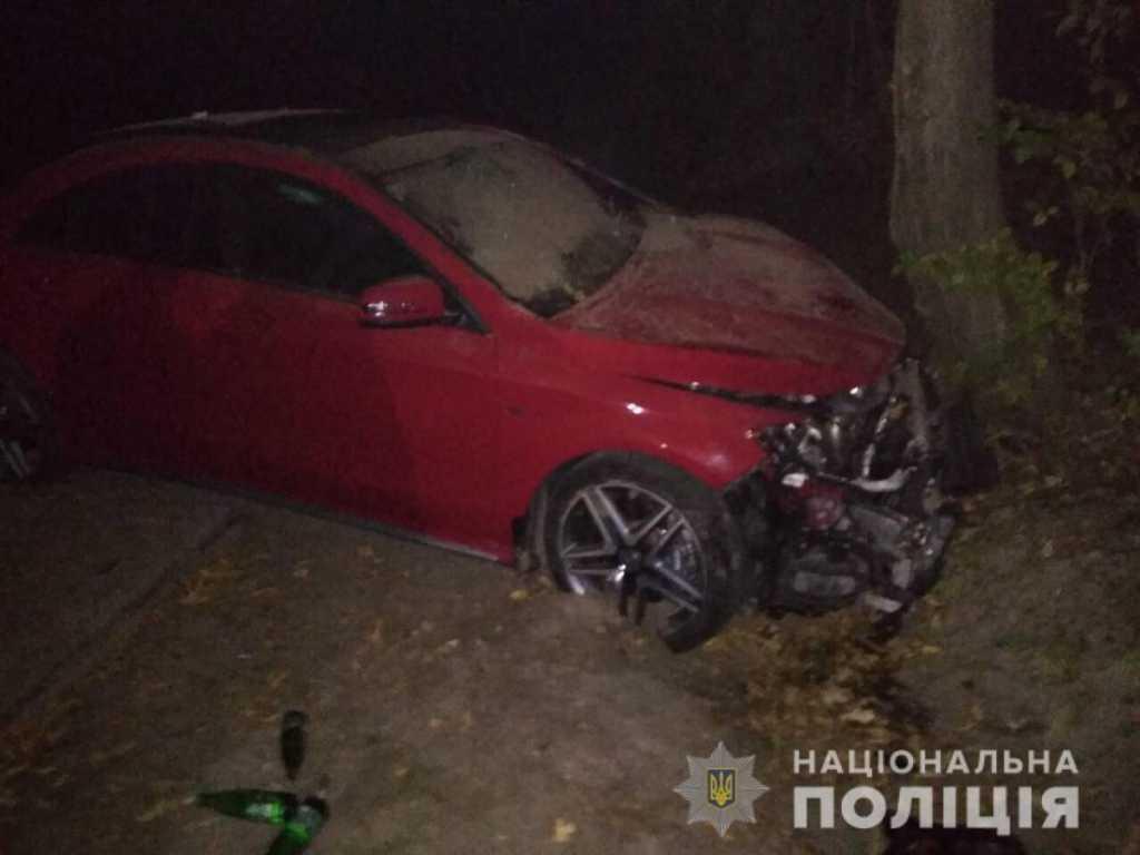 Похищение невесты обернулось трагедией: Во Львовской области автомобиль с гостями и невестой врезался в дерево