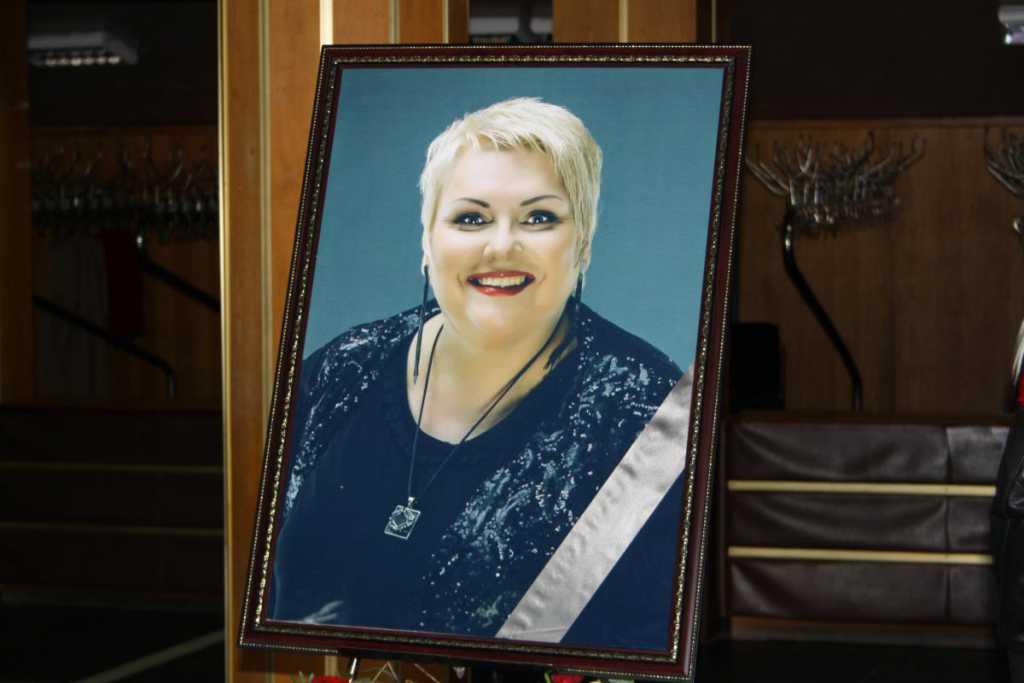 Была большой патриоткой и преподавала в школе: подруга Поплавской показала ее с другой стороны