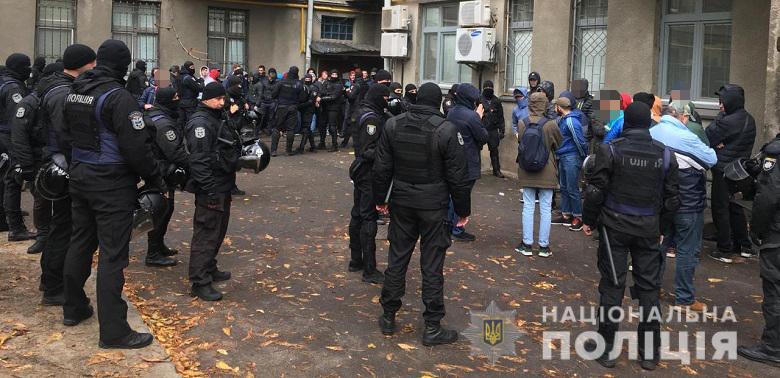 Терпение лопнуло: в правительственном квартале задержали разъяренных активистов с оружием и дубинками