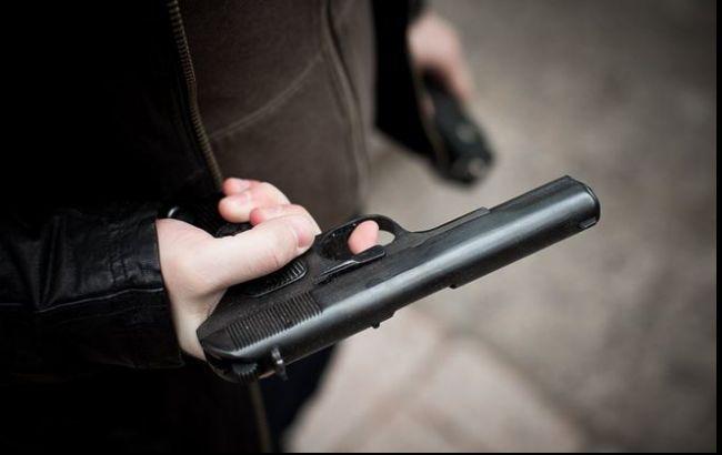 Выстрелил себе в живот из наградного пистолета: депутат Киевсовета пытался покончить с собой