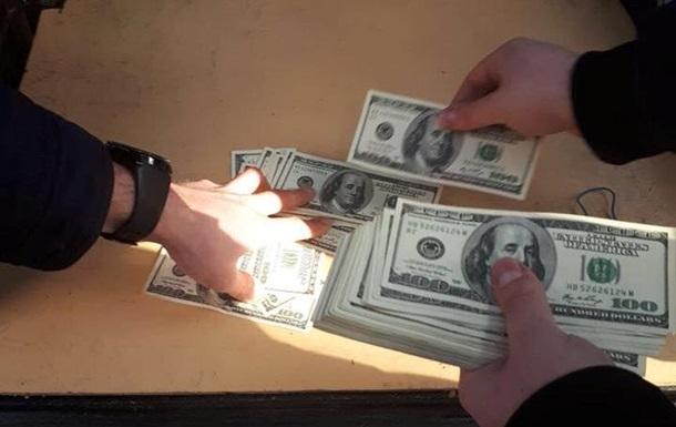 Требовал 3 тысяч долларов: в Одессе на взятке задержали влиятельного чиновника