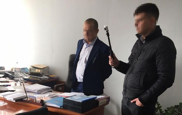 По $ 100 за вагон: На взятке задержали чиновников Укрзализныци