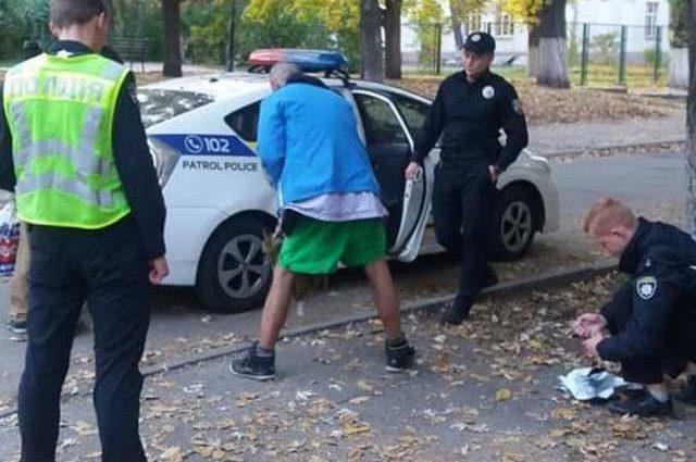 » Гнался с ножом и молотком «: В Киеве неадекватный мужчина охотился за детьми