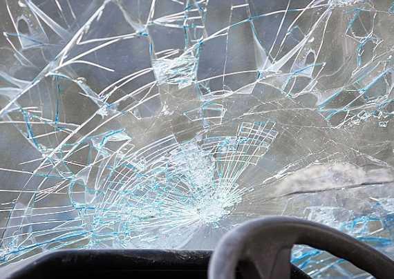 Жуткое ЧП в Кривом Роге: машина врезалась в толпу, число пострадавших растет