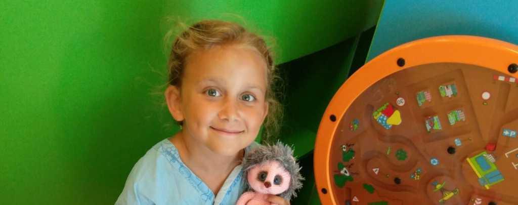 Тяжелая болезнь с самого детства мешает ребенку жить полноценной жизнью: 8-летняя Саша нуждается в вашей помощи