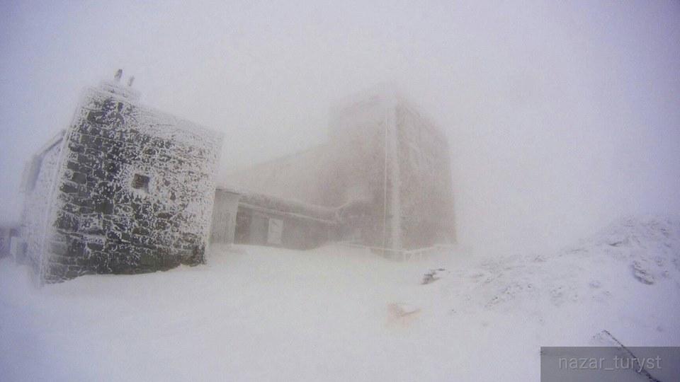 Спасатели бьют тревогу: Карпаты замело снегом, первые подробности и фото