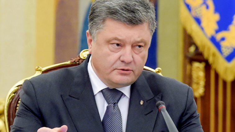 321 голос «за»: Порошенко сообщил о принятии изменений в Конституции