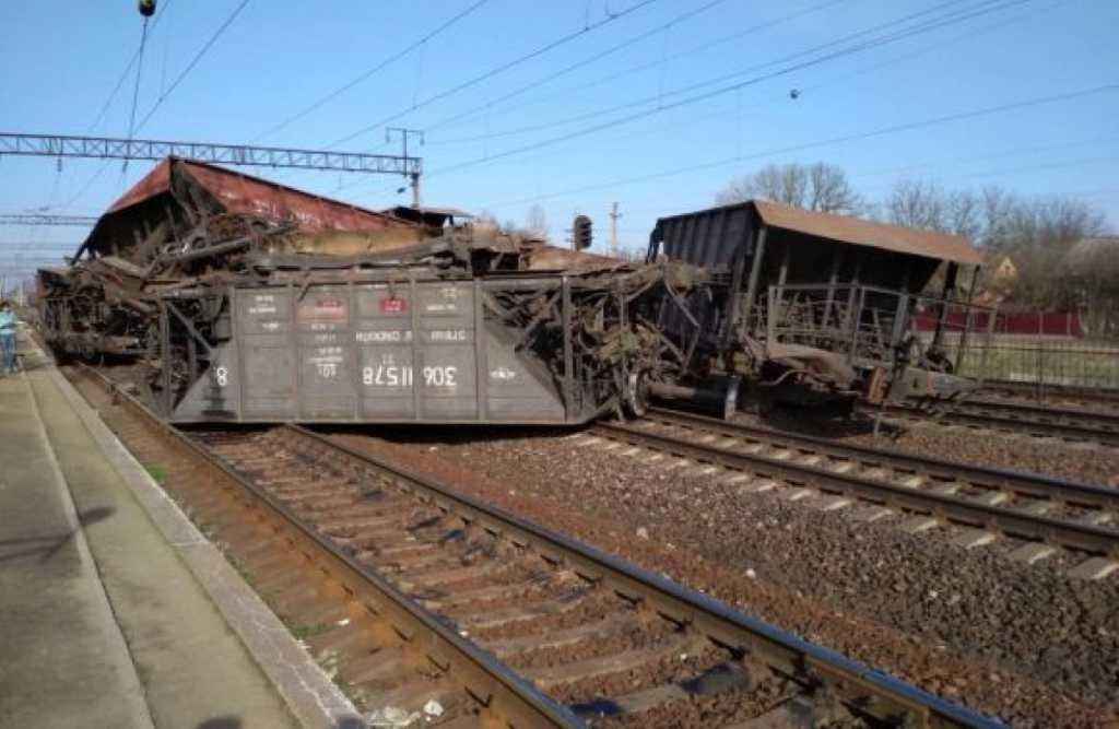 Опасное событие во Львовской области: сошел с рельсов товарный поезд
