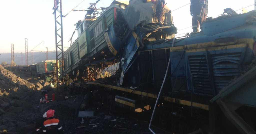 Жуткая авария: В Днепропетровской области столкнулись два поезда, есть жертвы